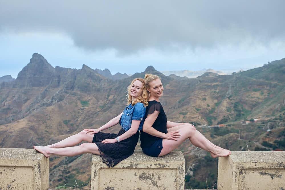 Freundinnen auf Shooting Tour durch das Anaga Gebirge für gute Bilder