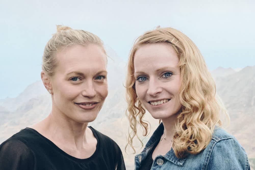 Zwei Freundinnen gönnen sich die Fotoshooting Tour durchs Anaga