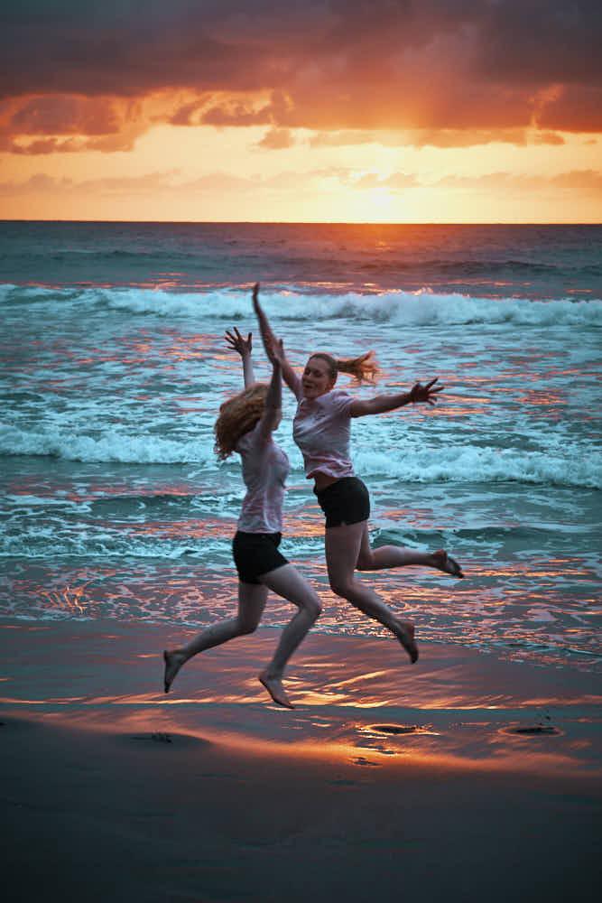 Im Sonnenuntergang am Strand auf Teneriffa ein Fotoshooting erleben und viele schöne Bilder mit nach Hause nehmen