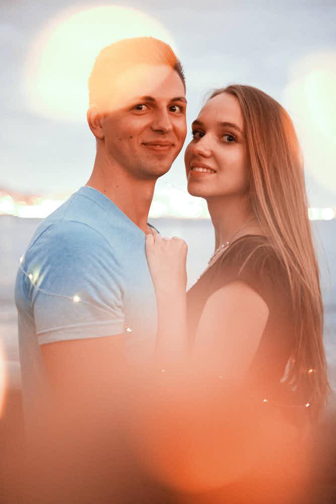 Verliebtes Paar posiert beim Fotoshooting für Fotograf Teneriffa Ela & Chris