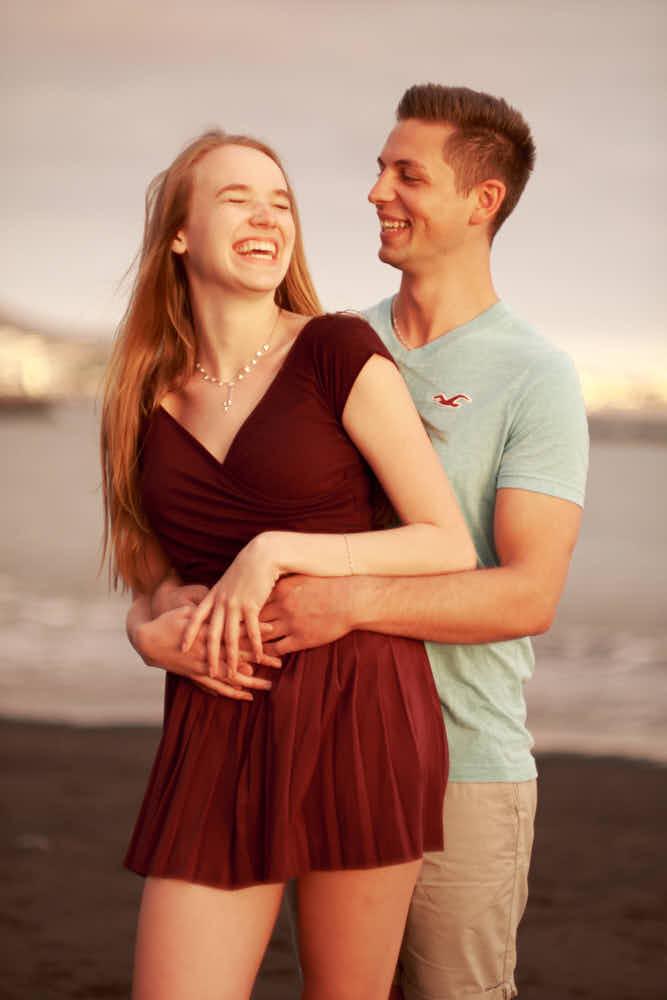Ein Freundschaftshooting im Hamilton Look und einem Paar am Strand