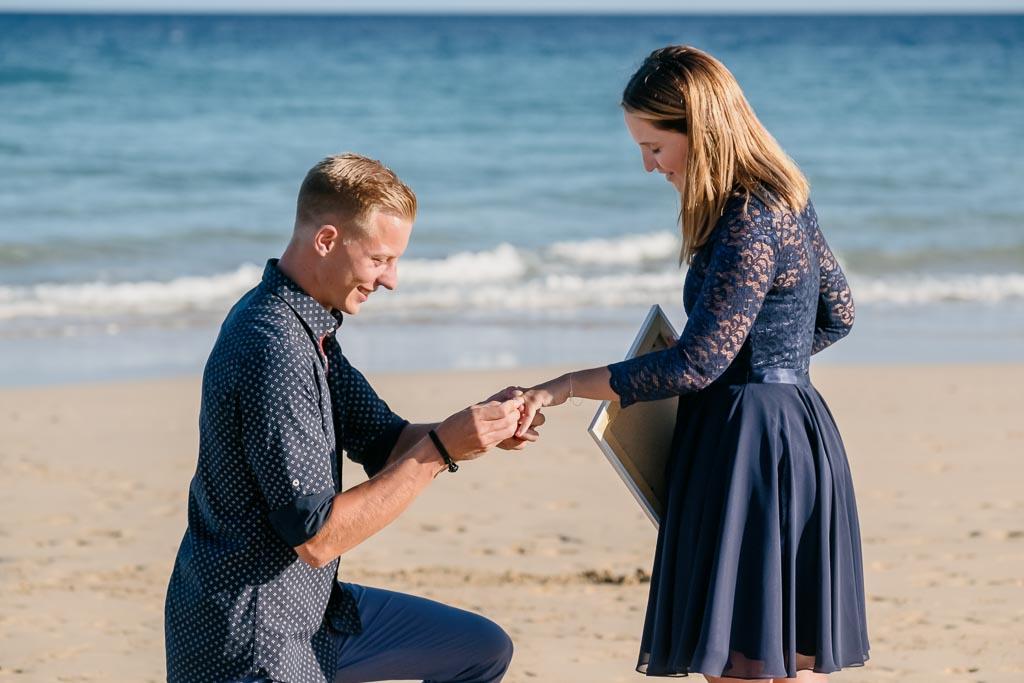 Ela & Chris Fotograf Fuerteventura Kanaren fotografiert in der Nähe von Jandia Verlobung am Strand