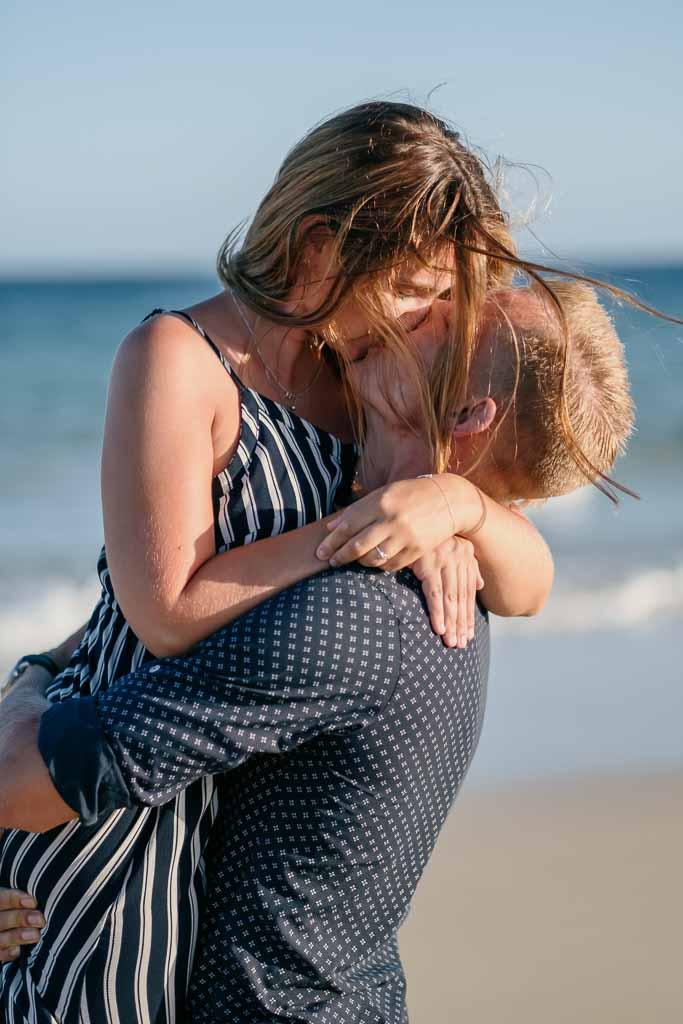 Paar genießt das Fotoshooting mit Fotograf Fuerteventura Ela & Chris