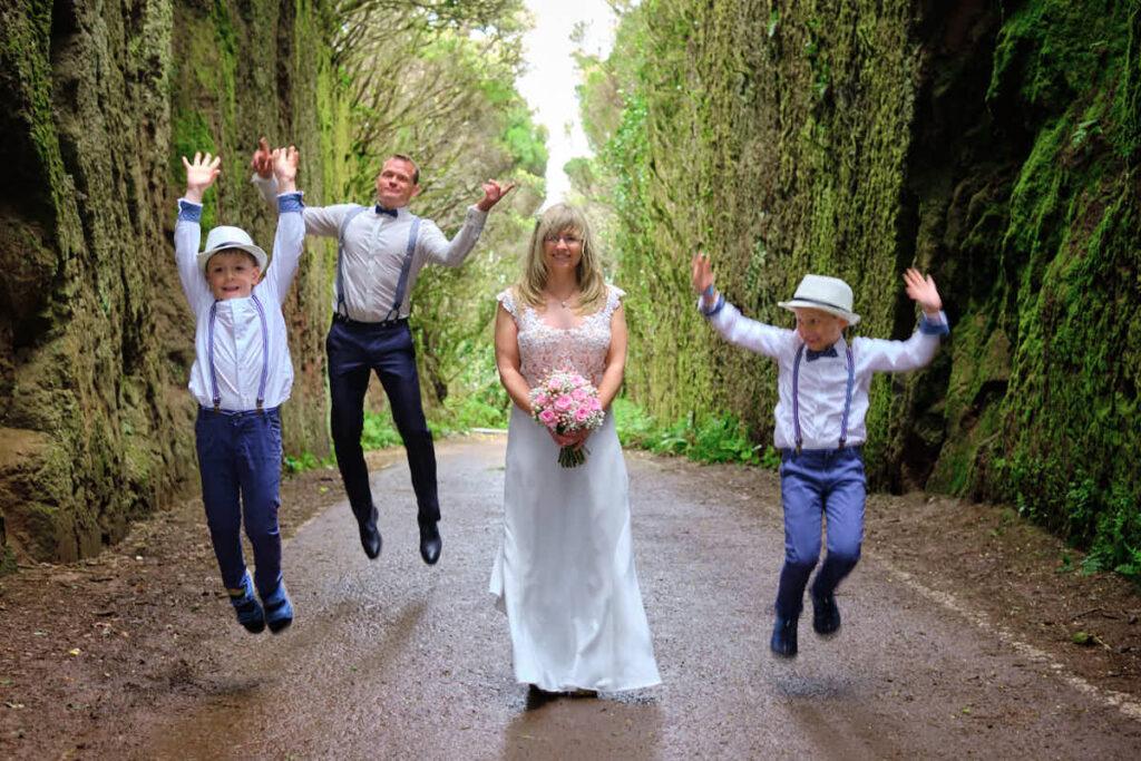 Familie hat Spaß beim Fotoshooting mit Fotograf Ela und Chris Teneriffa und Kanaren