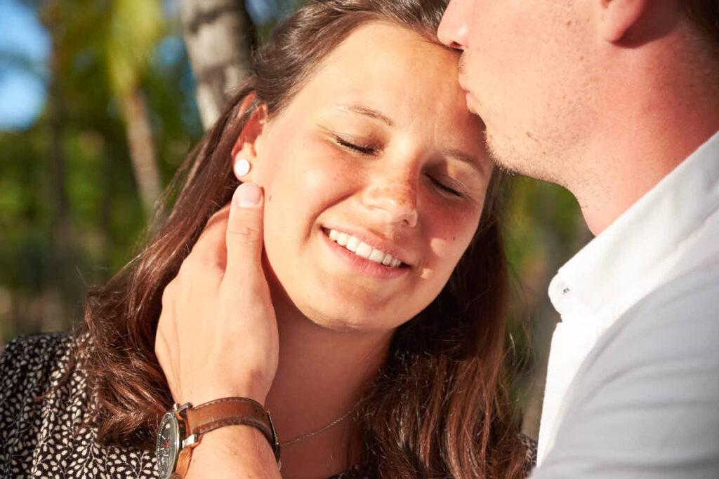 Beim Babybauch Fotoshooting auf Teneriffa halten Fotograf Ela und Chris die Emotionen fest