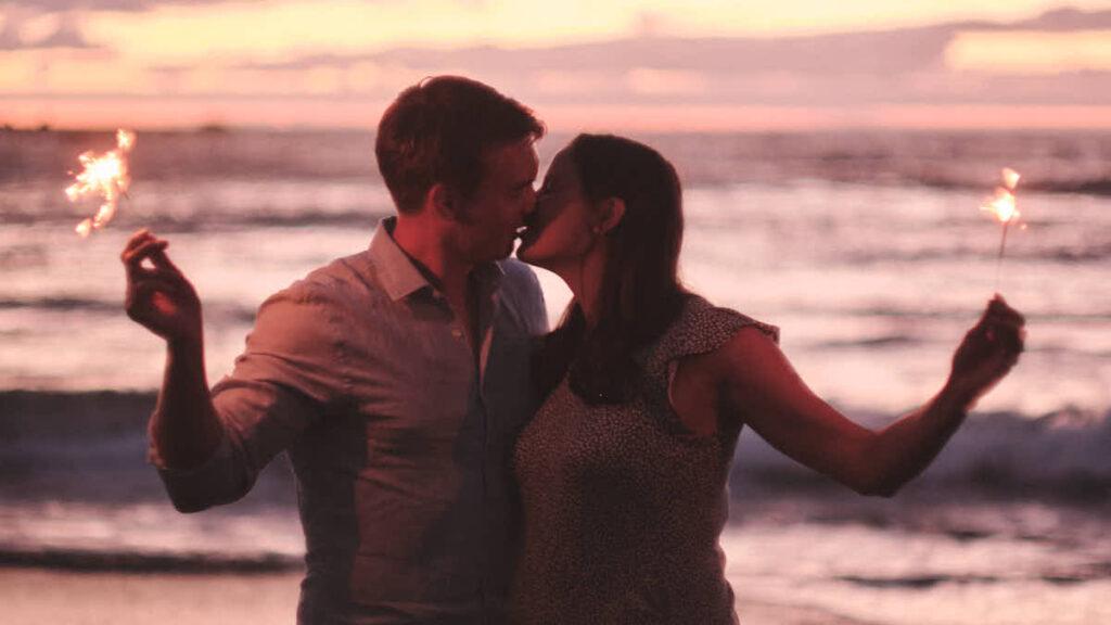Romantisch ist das Fotoshooting Babybauch mit Fotograf Ela und Chris