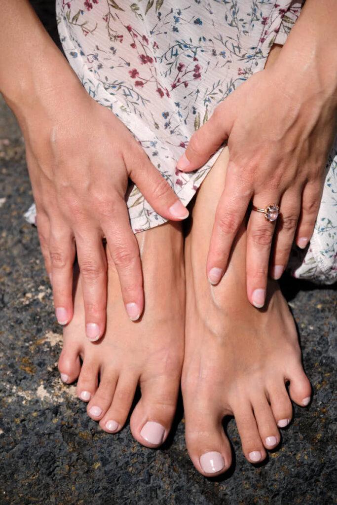 Nackte Füße können auch zu einem Businessshooting eines Lifecoach im Urlaub für das Geschäft von Deutscher Fotograf Ela und Chris barfuß fotografiert werden