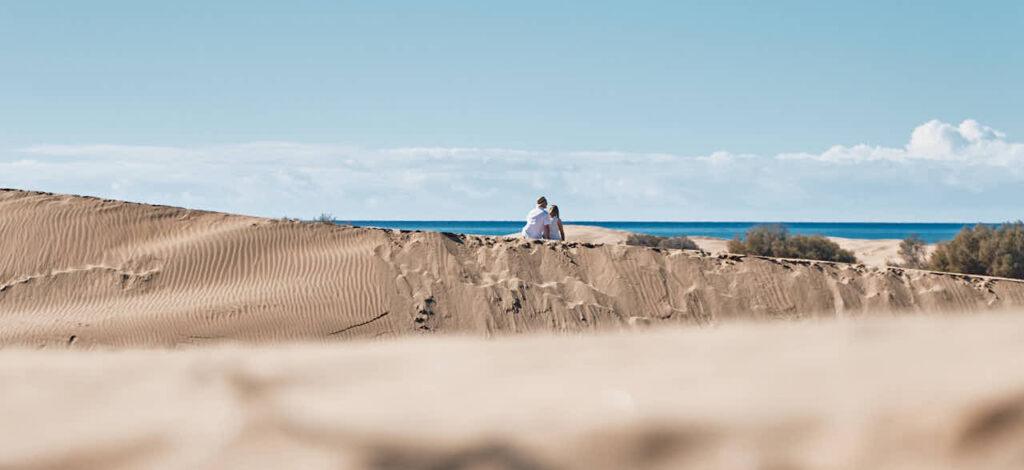 Fotos von einem Paar macht Fotograf Ela & Chris beim Fotoshooting auf Gran Canaria in Maspalomas in den Dünen und an der Küste