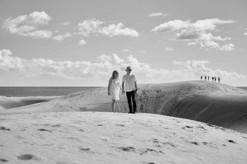 Deutscher Fotograf Ela & Chris macht Paar Fotos auf Gran Canaria in Maspalomas in den Dünen und an der Küste