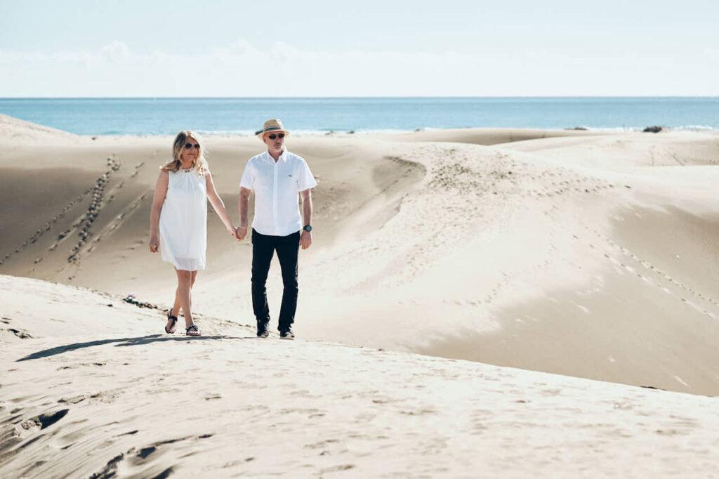 Fotos von einem Paar macht Deutscher Fotograf Ela & Chris beim Fotoshooting auf Gran Canaria in Maspalomas in den Dünen und an der Küste