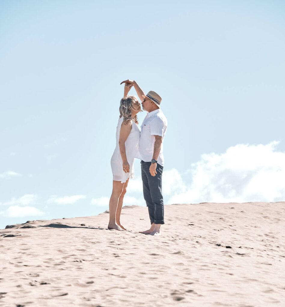 Deutscher Fotograf Ela & Chris fotografiert Paar Fotos auf Gran Canaria in Maspalomas in den Dünen und an der Küste