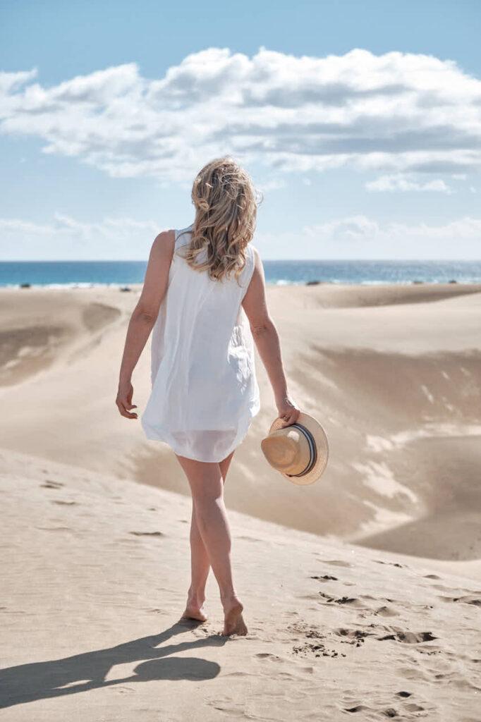Deutscher Fotograf Ela & Chris macht Paar Bilder auf Gran Canaria in Maspalomas in den Dünen und an der Küste