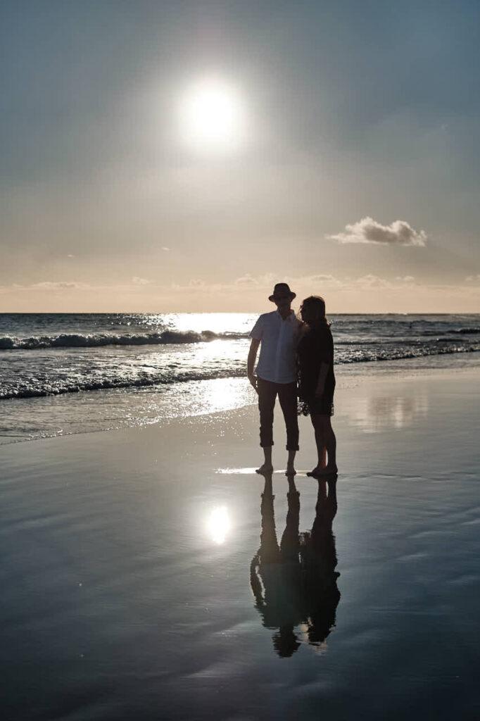 Beim Fotoshooting auf Gran Canaria fotografiert Deutscher Fotograf Ela & Chris Paar Fotos in Maspalomas in den Dünen und an der Küste