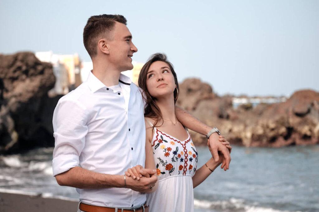 Beim Fotoshooting auf Teneriffa fotografiert Fotograf Ela & Chris Bilder von einem Paar in Puerto de la Cruz mit dem ZDF Mediathek dem Zweiten Deutschen Fernsehen