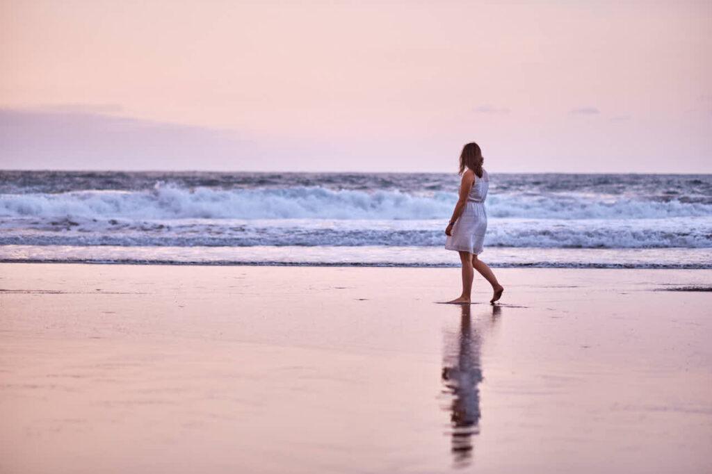 Fotograf Ela & Chris macht Fotos von einem Paar auf Teneriffa in Anaga Gebirge an der Playa de Benijo im David Hamilton Blur