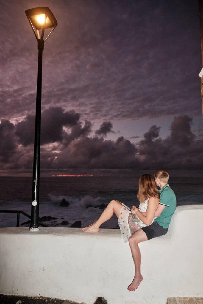 Beim Fotoshooting auf Teneriffa fotografiert Deutscher Fotograf Ela & Chris Fotos von einem Paar in Puerto de la Cruz an der Playa de Jardin