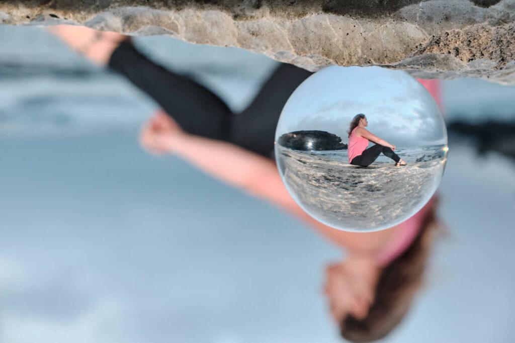 Deutscher Fotograf Ela & Chris macht Fotos von Freundinnen auf Fuerteventura in Morro Jable in David Hamilton Blur barfuss