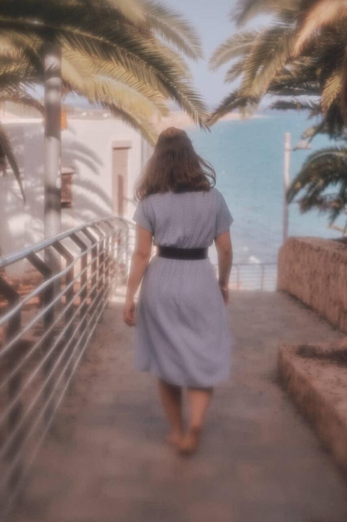 Freundinnen Bilder macht Fotograf Ela & Chris beim Fotoshooting auf Fuerteventura in Morro Jable in David Hamilton Blur barfuss