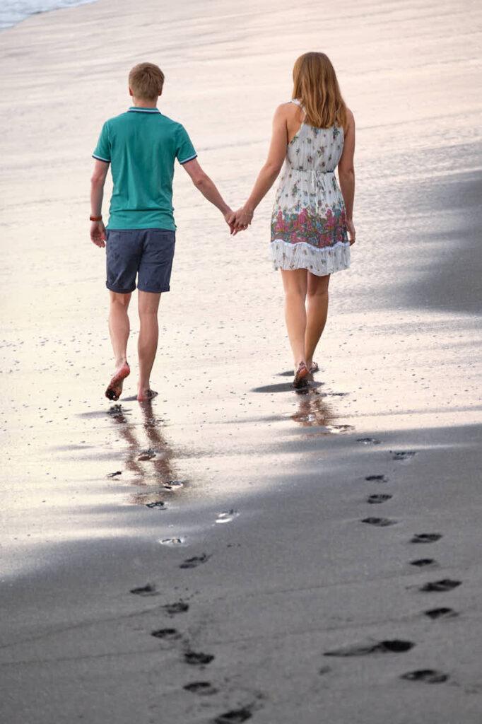 Beim Fotoshooting auf Teneriffa macht Deutscher Fotograf Ela & Chris Bilder von einem Paar in Puerto de la Cruz an der Playa de Jardin